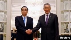 លោកនាយករដ្ឋមន្ត្រីចិន Li Keqiang ជួបជាមួយនឹងលោកនាយករដ្ឋមន្ត្រីសិង្ហបុរី Lee Hsien Loong ក្នុងប្រទេសសិង្ហបុរី កាលពីថ្ងៃ