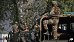 Binh sĩ Ấn Độ canh gác bên ngoài khu căn cứ quân sự bị tấn công hôm Chủ nhật tại Kashmir, ngày 19 tháng 9 năm 2016.