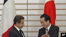 薩科齊與日本首相一起在東京露面。