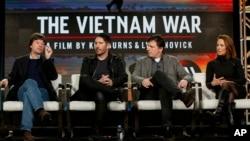 """Bà Lynn Novick (ngoài cùng bên phải) trong một sự kiện công bố """"The Vietnam War""""."""
