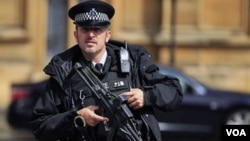 Polisi Inggris masih terus memeriksa para tersangka yang ditangkap atas dugaan komplotan teror (foto: dok).