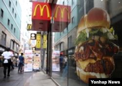 7일 서울 시내 한 맥도날드 햄버거 매장 앞.