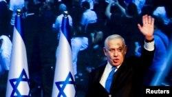 Perdana Menteri Israel Benjamin Netanyahu tiba di markas partai Likud menyusul pengumuman jajak pendapat saat pemilihan parlemen Israel di Tel Aviv, Israel 18 September 2019. (Foto: Reuters/Ammar Awad).