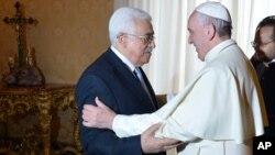 """Ðức giáo hoàng đã gọi ông Abbas là """"một thiên thần hòa bình"""" trong cuộc tiếp kiến riêng 20 phút tại Vatican."""