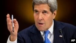 美国国务卿克里在参议院外交关系委员会作证