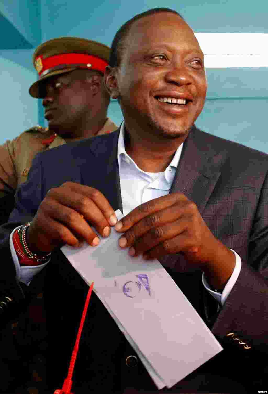 Perezida UhuruKenyatta arimo gutora