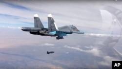 Ảnh của Bộ Quốc phòng Nga ngày 9/10/2015 cho thấy máy bay Nga thả bom xuống Syria.
