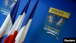 Des drapeaux français au siège du Front national français, parti d'extrême droite, à Nanterre près de Paris, 24 juin 2016.