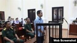 Lê Đức Hoàng Hải tại phiên tòa ngày 7/12/2017, (Ảnh: Báo Quân Khu 7)