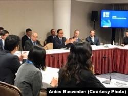 """Gubernur DKI Jakarta Anies Baswedan berbicara di forum """"Global Conference 2018"""" di Milken Institute, Los Angeles, Selasa (1/5). (Courtesy: Anies Baswedan)"""