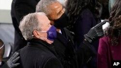 Los expresidentes estadounidenses George W. Bush y Barack Obama durante la ceremonia de investidura del presidente Joe Biden el 20 de enero de 2021.