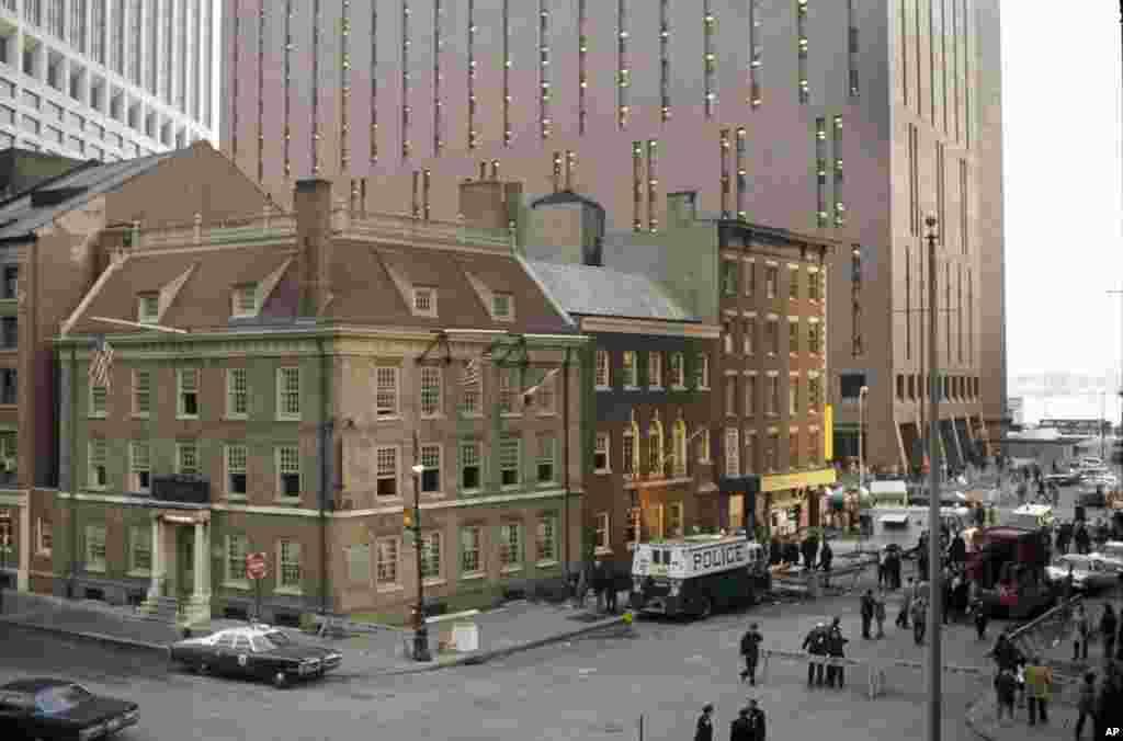 """امروز در تاریخ: سال ۱۹۷۵ – انفجار بمب در رستوران """" فرانسیس"""" در شهر نیو یورک که توسط یک گروه شبه نظامیان پورتوریکو چهار کشته برجای گذاشت."""