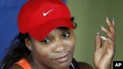 Petenis AS Serena Williams absen dari pertandingan persahabatan melawan petenis putri peringkat teratas dunia Victoria Azarenka di Thailand bulan ini untuk menjalani operasi ibu jari kaki. (Foto: dok).