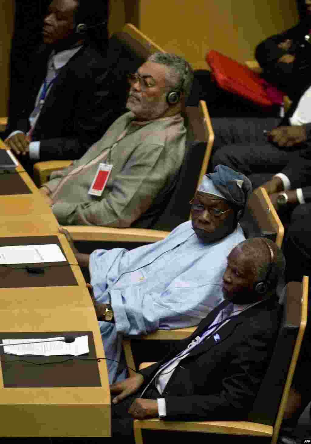 Marais wa zamani J. Rawlings wa Ghana, O. Obasanjo wa Nigeria na T. Mbeki wa Afrika Kusini
