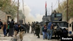 在伊斯蘭國不斷攻擊下民眾躲避襲擊。