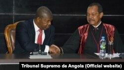 Presidente de Angola, João Lourenço, (esq.) com o então Presidente do Tribunal Supremo na abertura do ano judicial, Rui Ferreira, em 2018