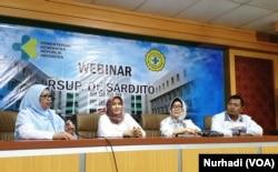 Tim dokter RSUP Dr Sardjito memastikan pasien WN Cina tidak terindikasi virus corona. (Foto:VOA/ Nurhadi)