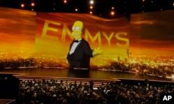 هومر سیمپسون، مراسم امسال جوایز امی را آغاز کرد