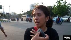Suciwati, istri aktivis Munir Said Thalib, mendesak pemerintah menuntaskan kasus pembunuhan suaminya. (VOA/Andylala Waluyo)