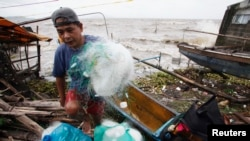 Typhoon Haiyan Pounds Central Philippines