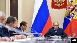 Tổng thống Nga Putin chủ trì một cuộc họp nội các, (ảnh tư liệu, 27/9/2017).