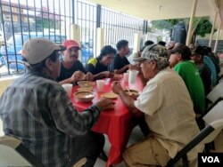 Migrants eat menudo, a traditional Mexican soup for lunch at the Mana Pastoral Center, a shelter for adult men in Mexicali, Mexico. (Photo: R. Taylor / VOA)
