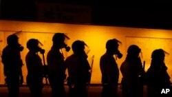 Una serie de cambios al programa que asiste a departamentos de policía locales con material militar realiza el Pentágono.