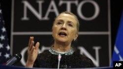 Menlu AS Hillary Clinton berbicara dalam konferensi NATO di Brussels, Belgia, Rabu (5/12).