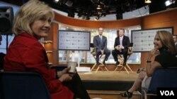 Diane Sawyer y Ben Sherwood de ABC Noticias, con Levinsohn Ross, director ejecutivo de Yahoo, en los estudios en Nueva York.