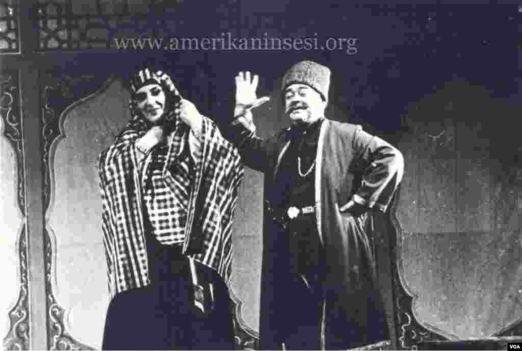 Lütfəli Abdullayev səhnədə