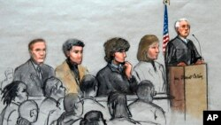 Bức phác họa phiên tòa xử Dzhokhar Tsarnaev, (thứ 3 từ phải)