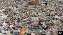 Des tonnes de sacs plastiques à Bombay, Inde, le 4 juin 2018