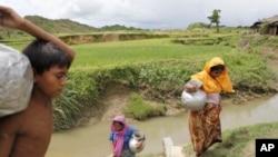 聯合國估計,緬甸大約有100萬羅辛亞人。1982年緬甸通過法律,拒絕給少數民族羅辛亞人公民身份。