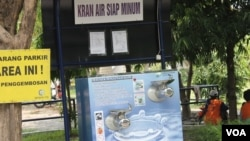Kran Air Siap Miinum di kampus ITS, masih perlu diperbanyak di masyarakat (foto: Petrus Riski-VOA)