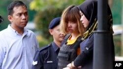 Người phát ngôn Bộ Ngoại giao Việt Nam Lê Hải Bình khẳng định hai luật sư biện hộ cho Đoàn Thị Hương là những luật sư giỏi và công tác bảo hộ pháp lý cho cô đang diễn ra.