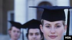 Enam dari 10 mahasiswa program pascasarjana di Amerika adalah perempuan, dan jumlah perempuan peraih doktor melebihi laki-laki.