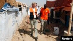 Jan Egelend u izbegličkom kampu u pokrajini Dohuk, prilikom jedne od ranijih poseta Iraku