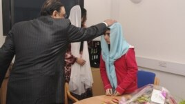 Pakistan's President Asif Zardari meets with schoolgirl Malala Yousufzai (R) during his visit to the Queen Elizabeth Hospital in Birmingham, England, December 8, 2012.