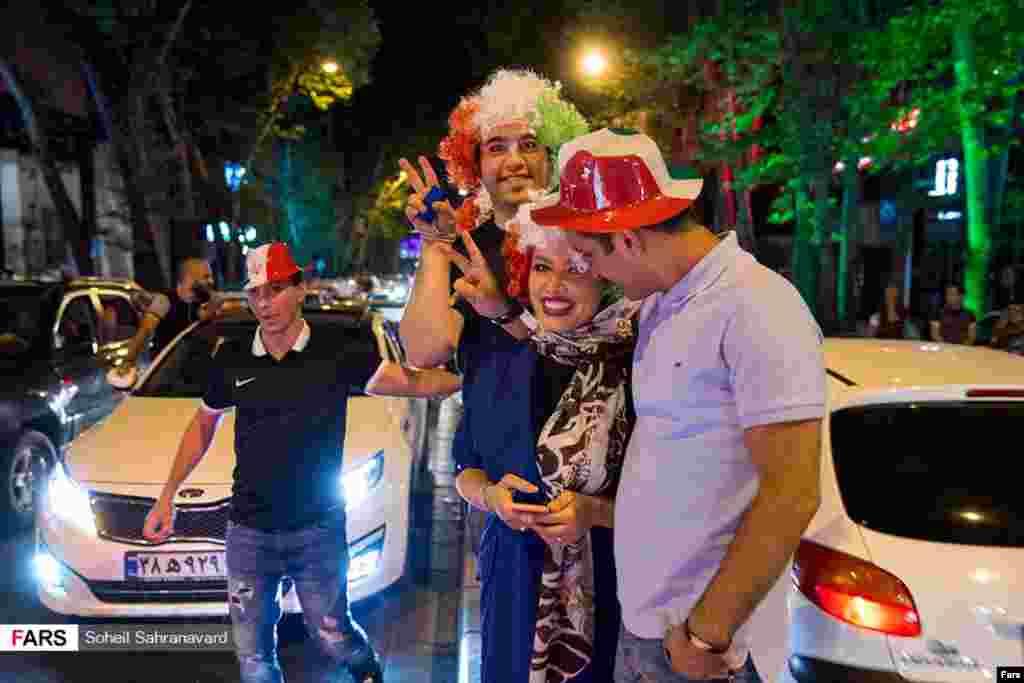 شادی مردم پس از صعود ایران به جام جهانی روسیه عکس: مریزاد صحرانورد