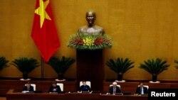 Một cuộc họp của Quốc hội Việt Nam ở Hà Nội. Chính phủ Việt Nam, theo đánh giá của Bộ Ngoại giao Mỹ, không đạt tiến bộ về minh bạch tài chính trong năm qua.