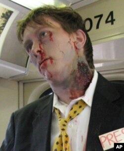 莱利教授今年六月参加芝加哥僵尸游行