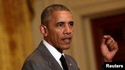 El presidente Obama dijo que habló por teléfono con su homólogo francés Francois Hollande para ofrecerle el pésame y la asistencia de Estados Unidos.
