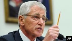 Menhan AS Chuck Hagel memberi penjelasan di depan komisi angkatan bersenjata DPR AS, Rabu (11/6).