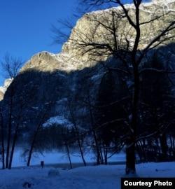 Tuyết và núi (ảnh Bùi Văn Phú)