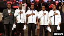 Viongozi wa upinzani Kenyan, kutoka kushoto, Musalia Mudavadi, Raila Odinga, Isaac Ruto, Kalonzo Musyoka, and Moses Wetangula