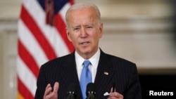 拜登總統在白宮談論抗擊新冠疫情的努力。(2021年3月2日)