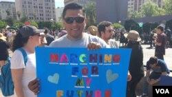 En Los Angeles, California, también se manifestaron en la #MarchaPorLaCiencia. Foto: Arturo Martínez/VOA.