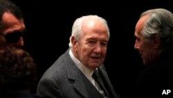 Ông Mario Soares, cựu tổng thống Bồ Đào Nha và bạn bè của ông ở Lisbon, ngày 27/11/2013.