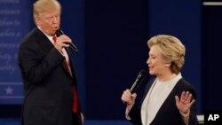 Los dos candidatos se atacaron mutuamente por una serie de temas.