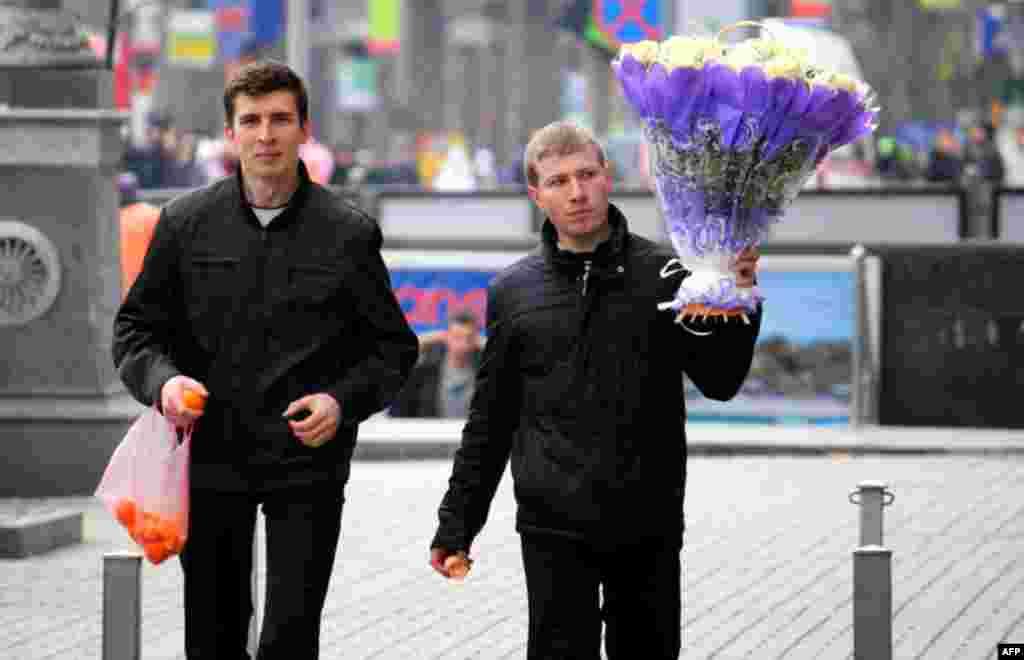 Обов'язковими атрибутами святкування, на думку українських жінок, є квіти, кульки та ... чоловіки.
